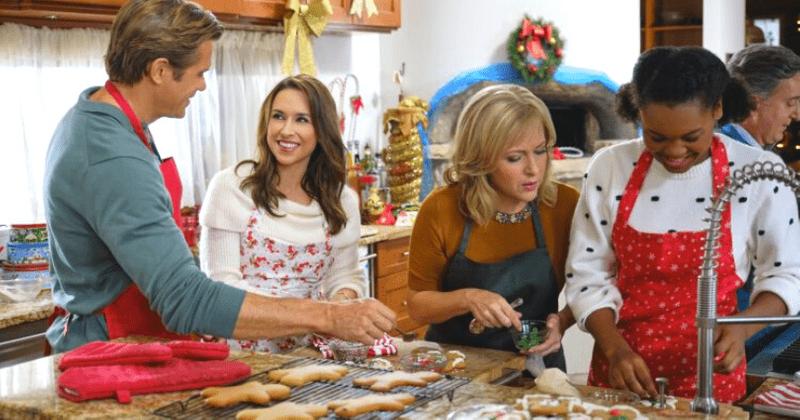 'É hora de voltarmos para casa no Natal': Conheça Lacey Chabert, Stephen Huszar e o resto do elenco no filme Hallmark de Blake Shelton
