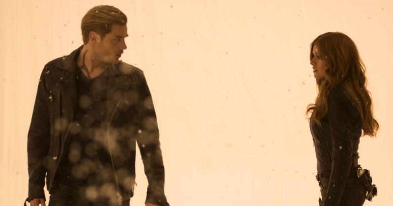 'Shadowhunters', sezona 3, epizoda 18, čaka na noč čarovnic v aprilu, ko se Malčeva borba nadaljuje