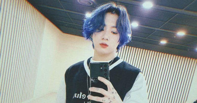Jungkook revela cabelo azul elétrico após o ato de BTS 'MTV Unplugged' Blue and Grey ', o Exército quer' videoclipe JJK1 '