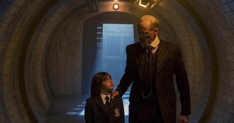 1 сезон «Академии Амбрелла»: сэр Реджинальд Харгривз может быть настоящим биологическим отцом Академии