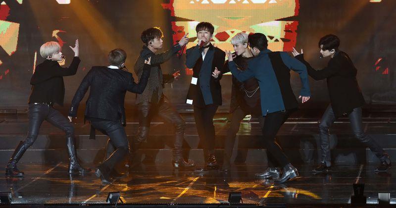 iKON lança vídeo ao vivo de 'Why Why Why' e os fãs não conseguem superar a surpresa da banda K-pop: 'Apenas puro talento'