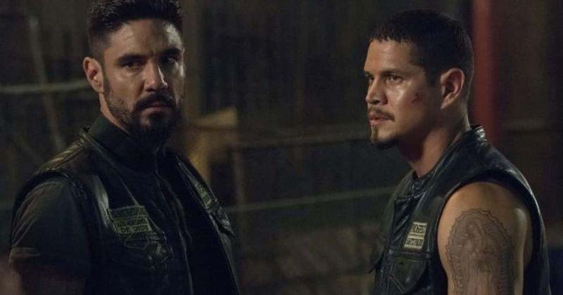 FX's 'Mayans MC' 2-маусымы 1-сериясы: EZ Рейес отбасы екіге бөлінгендіктен, Ангелмен жұмыс істеуге ультиматум алады