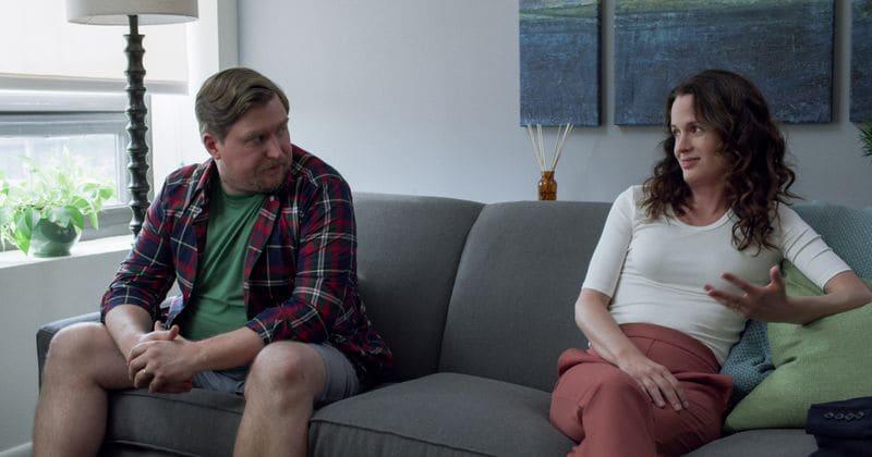 As primeiras fotos provocam 'Easy' na 3ª temporada antes do lançamento em 10 de maio na Netflix