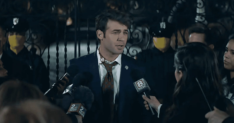 Watchmen's Peteypedia divulga provas de que o chefe da polícia de Tulsa, Judd Crawford, e o senador Joe Keene podem estar ligados à KKK