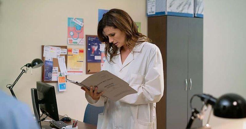 Crítica da 2ª temporada de 'Absentia': Stana Katic como Emily Byrne cativa os espectadores enquanto ela luta para resolver um quebra-cabeça de seu passado