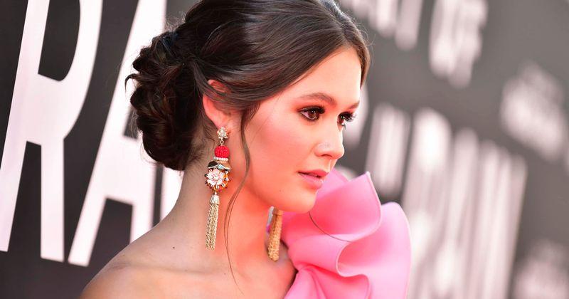 A atriz e cantora Olivia Sanabia compartilha sua empolgação em interpretar Branca de Neve e seus planos para uma carreira na música