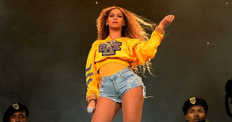 Mar a chuir scríbhneoirí feimineacha dubha le ceiliúradh 'Tilleadh Dhachaigh' Beyonce ar chultúr na hAfraice