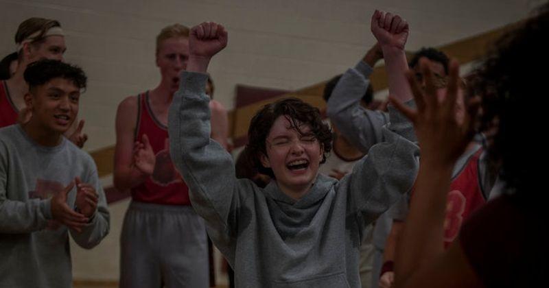O personagem de Lachlan Watson em 'Chilling Adventures of Sabrina' parte 2 pode estar mudando, mas os fãs não estão felizes com os resultados