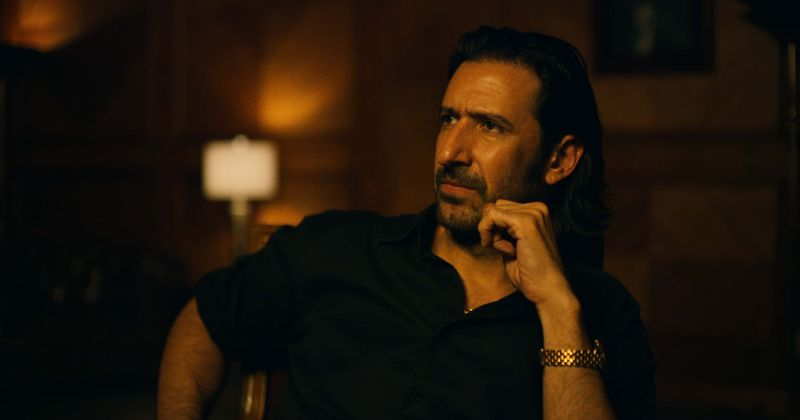 """""""Narcos: Meksika"""" 2. sezona: """"Debesu pavēlnieka"""" Amado Carrillo Fuentes patiesais stāsts"""
