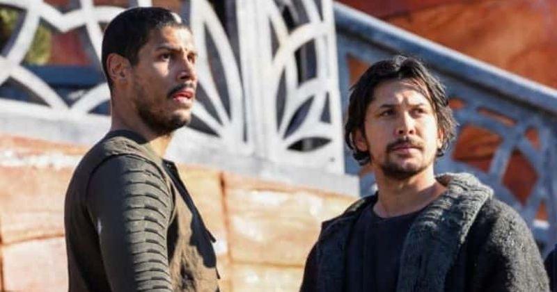 'The 100' Temporada 7 Episódio 14: As mortes consecutivas de Gabriel e Bellamy fazem os fãs chamarem o programa de 'racista como o inferno'