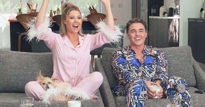 «Celebrity Watch Party» - ը այնքան ձանձրալի է, որ երկրպագուները ցանկանում են «Couողովրդական բազմոց» դերասանական կազմի փոխարեն, քանի որ նրանք «զվարճալի AF» են
