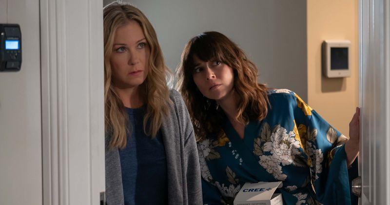 «Dead to Me» 2-րդ եթերաշրջան. Թողարկման ամսաթիվը, դերասանական կազմը, սյուժեն և այն ամենը, ինչ դուք պետք է իմանաք Netflix- ի սեւ կատակերգության մասին