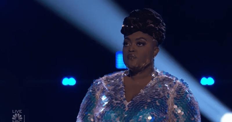 'The Voice'시즌 19 피날레 : Desz가 승리를 '강탈'했습니까? 켈리 팀의 화려한 가수가 4 위에 오르자 팬들은 화를 냈다