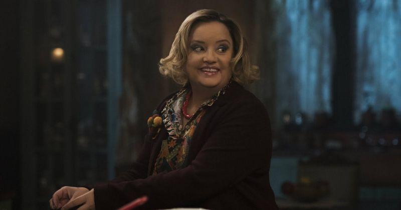 'Chilling Adventures of Sabrina': Não se iluda com o bolo colorido da tia Hilda, ela é uma bruxa mais escura do que você pensa