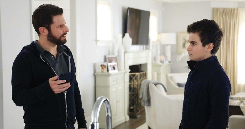 O ator de 'A Million Little Things', Chance Hurstfield, fala sobre química com James Roday, reviravoltas da 3ª temporada