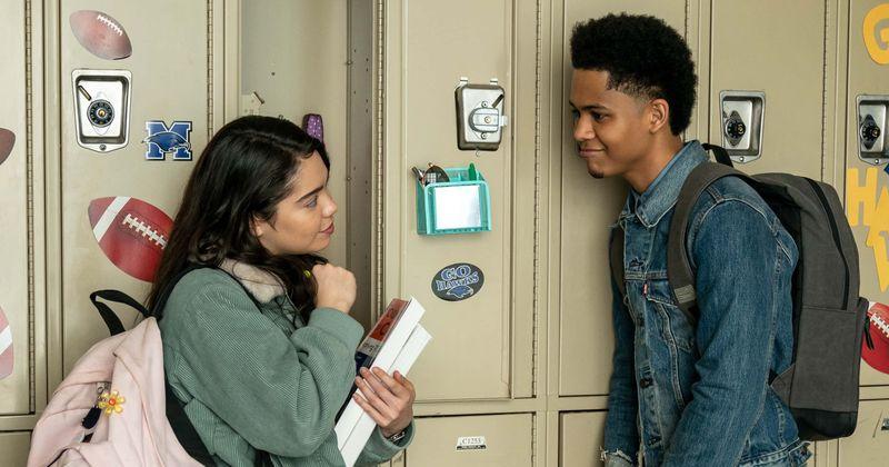 Aktor `` All Together Now '' Rhenzy Feliz mówi, że jest `` zdenerwowany, ale podekscytowany '' nadchodzącym dramatem muzycznym Netflix