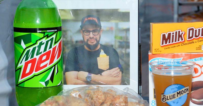 O chef famoso Carl Ruiz, 44, encontrado morto em seu apartamento após sofrer um ataque cardíaco durante o sono