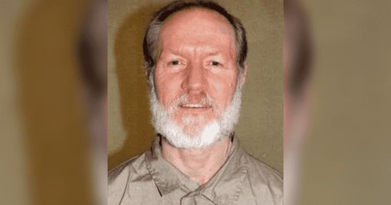 يموت السجين الفيدرالي الذي قضى 35 عامًا في الحبس الانفرادي بسبب جرائم القتل الثلاثية عن عمر يناهز 67 عامًا