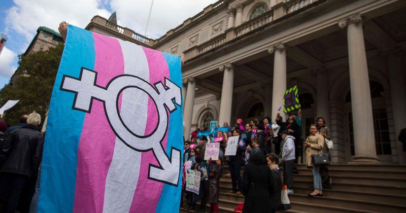 Ativista transgênero diz que todas as crianças devem usar bloqueadores da puberdade até que possam 'oferecer consentimento informado'