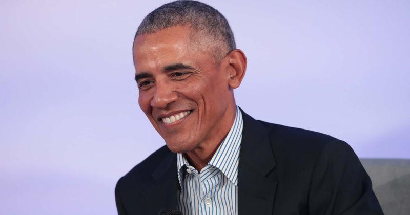 Obama diz que os 'temperamentos muito diferentes' das filhas Malia e Sasha o fizeram adotar estratégias parentais diferentes