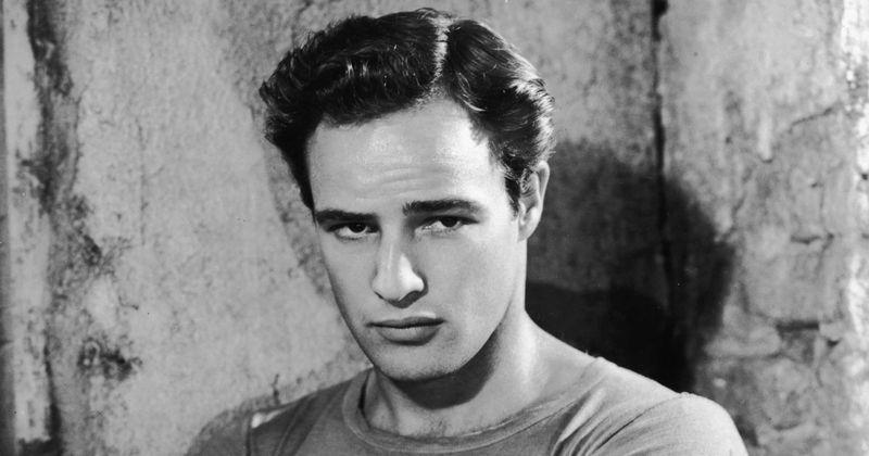 Marlon Brando se je spraševal: 'Koga bom danes pofukal?' vsako jutro in ni imel pomislekov glede spanja z nobenim od spolov