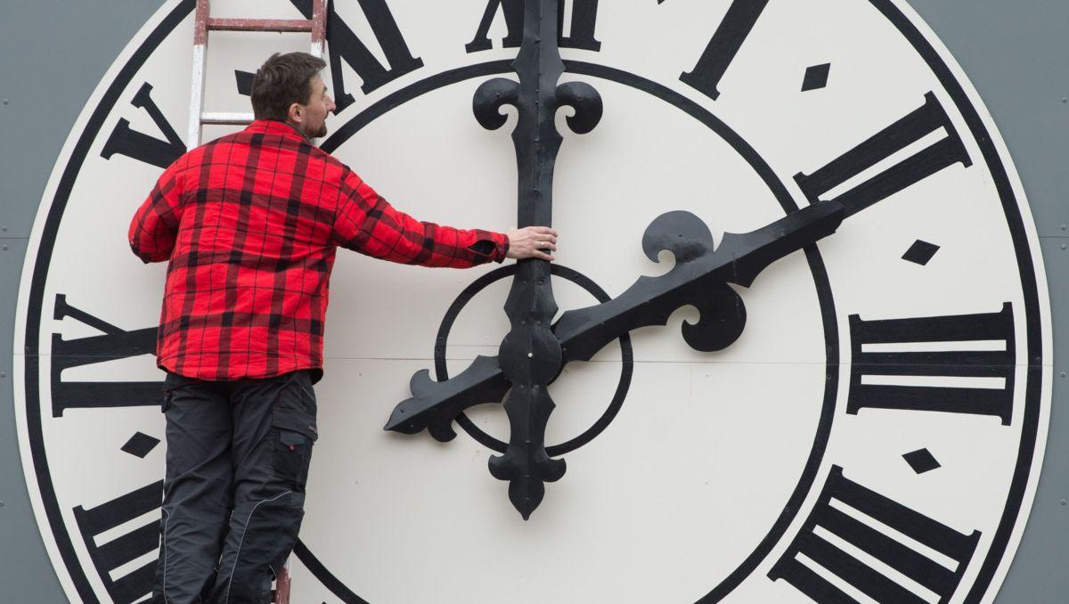 Ամառային ժամանակի պատճառ և պատմություն. Ինչու՞ ենք մենք փոխում մեր ժամացույցները: