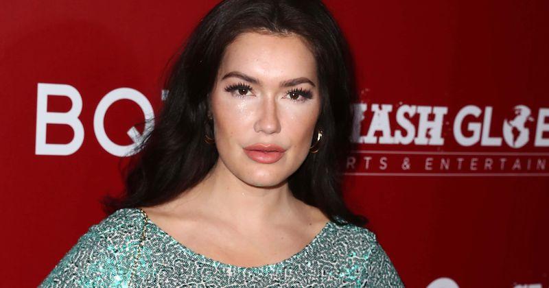 A modelo da Playboy CJ Sparxx usa um biquíni pequeno e proibido para menores para comemorar o 34º aniversário e incendeia o Instagram