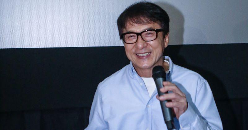 Jackie Chan se autodenomina um 'verdadeiro' vilão ', pois admite ter traído sua esposa, visitando prostitutas e sendo um pai abusivo