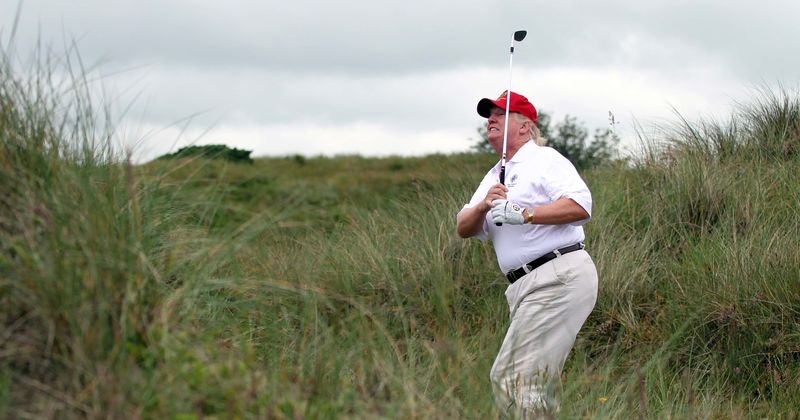 As viagens de Trump aos seus próprios campos de golfe custaram aos contribuintes US $ 115 milhões, quase 287 anos de salário presidencial: Relatório