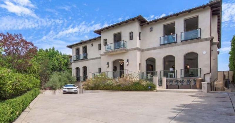Kathy Griffin lista a casa Bel Air Estate por US $ 16 milhões, dentro da mansão que possui uma adega de 1.000 garrafas