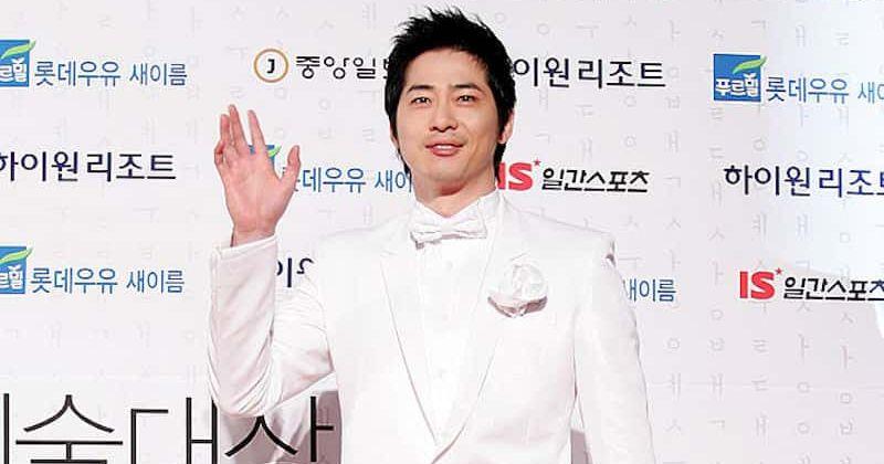 Kang Ji-hwan- ն ընդունում է սեռական ոտնձգությունը, ներողություն է խնդրում զոհերից: Seo Ji-suk- ը կստանձնի «Joseon Survival» - ի առաջատարը
