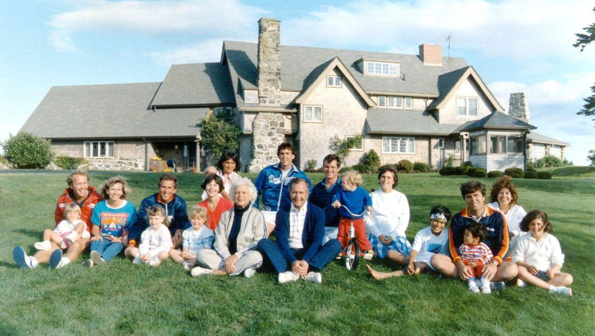 Bārbaras Bušas bērni: viņas atstātās ģimenes fotogrāfijas
