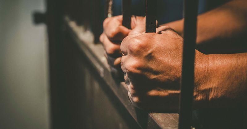 Homem matou ex e seu amante enquanto eles dormiam antes de assassinar seus pais e irmão, leva vida após confissão de culpa