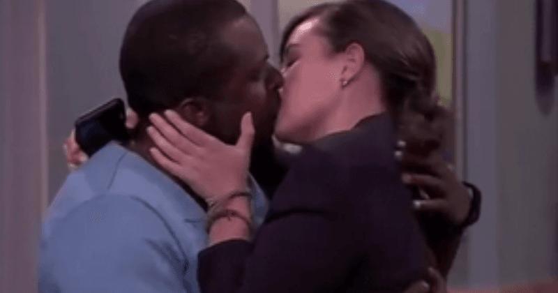 A novela sul-africana '7de Laan' enfrenta reação nas redes sociais depois de exibir seu primeiro beijo interracial em 18 anos de programa