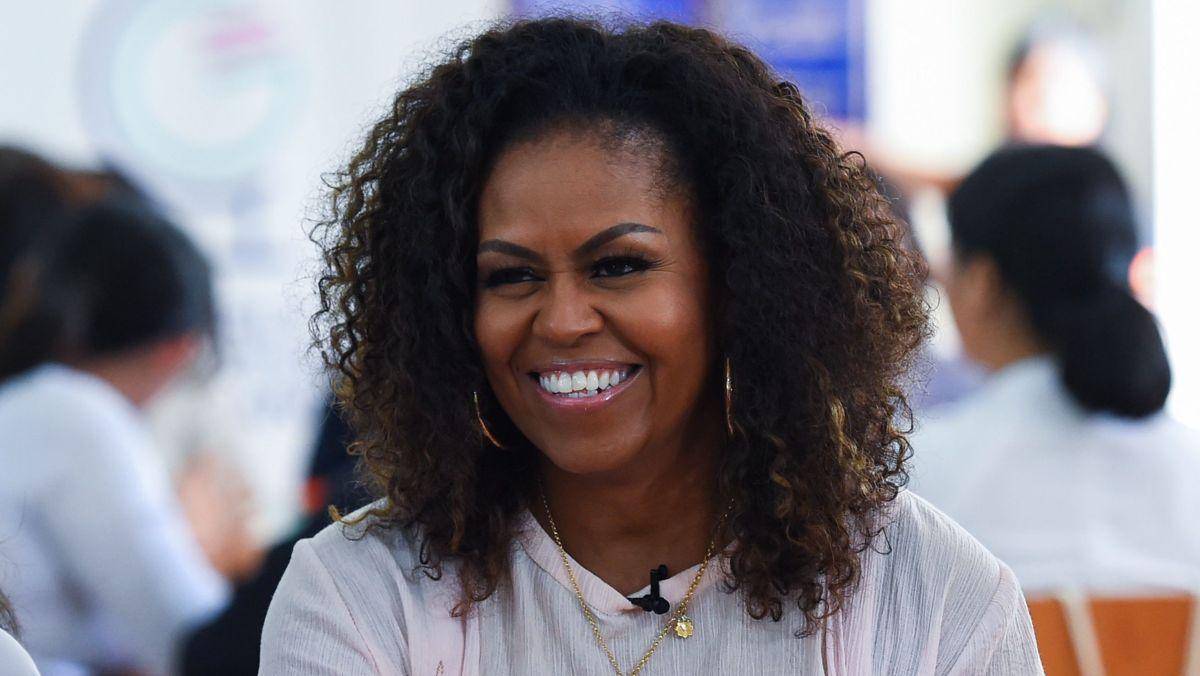 Hvornår taler Michelle Obama på det demokratiske nationale stævne i aften?