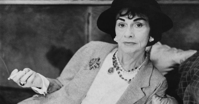 """Czy Coco Chanel była nazistowskim szpiegiem? Legendarny projektant mody otrzymał kryptonim """"Westminster"""", twierdzi TikToker"""