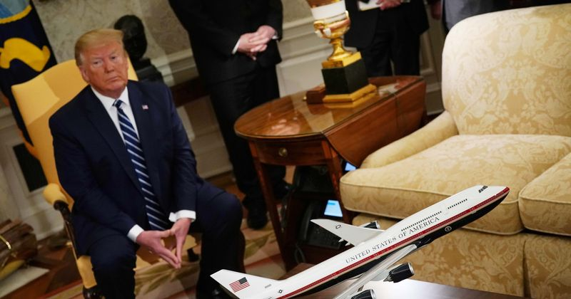 Trump queria dois da Força Aérea de próxima geração como parte de seu 'legado', mas o esquema de pintura poderia ser uma ameaça à segurança