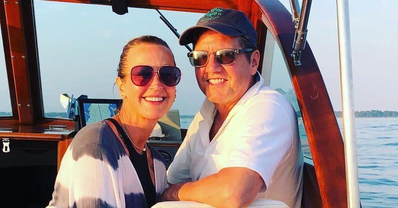 Lara Spencer, co-apresentadora do Good Morning America, se casa com Rick McVey em uma cerimônia romântica