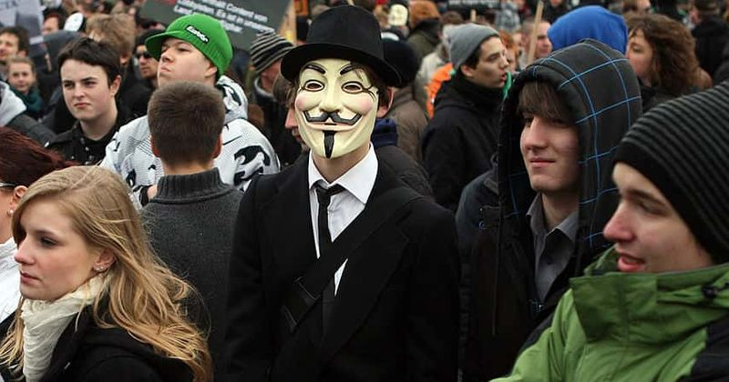 Anonymous, o grupo de hackers mais secreto, construiu seu nome ao longo dos anos, visando o ISIS e a CIA