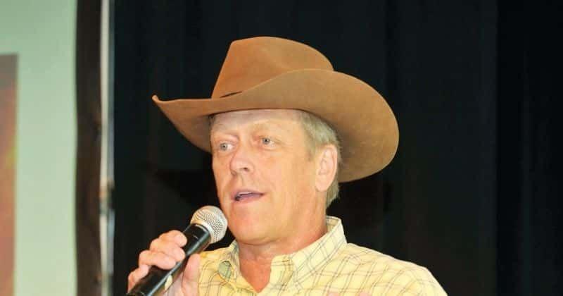 Qual era o patrimônio líquido de Kent Taylor? O CEO da Texas Roadhouse que desistiu de $ 800.000 de salário e bônus durante a Covid-19 morre aos 65 anos