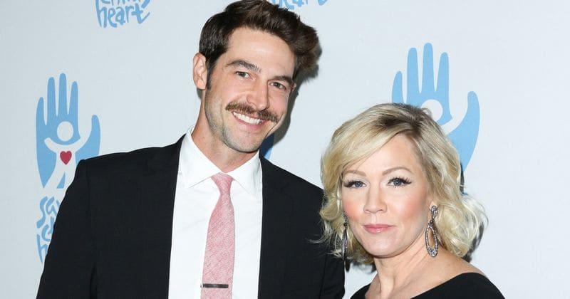 O marido de Jennie Garth, Dave Abrams, pede o divórcio após dois anos de casamento