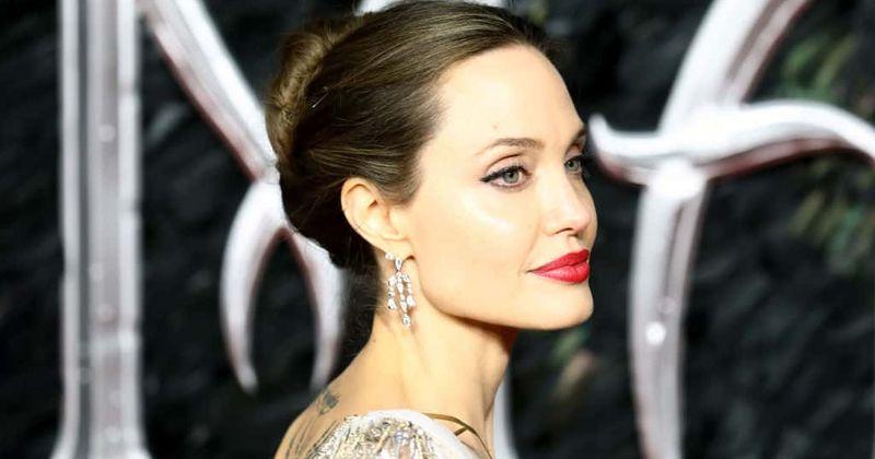 Анджелина Джоли 'келбетті' Сахар Табар өзінің шынымен макияжсыз қалай көрінетінін ашады