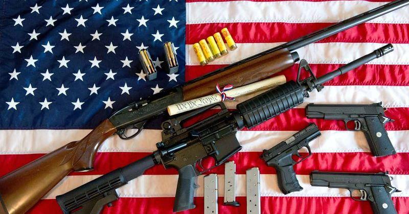 Qual é a segunda emenda à Constituição dos EUA? Tiro em Chilling Boulder coloca um ponto de interrogação sobre os direitos das armas