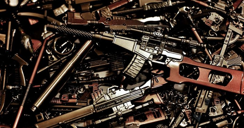 A mansão de Los Angeles, onde mais de 1.000 armas foram apreendidas, pertencia à ex-amante do bilionário Gordon's Getty, Cynthia Beck