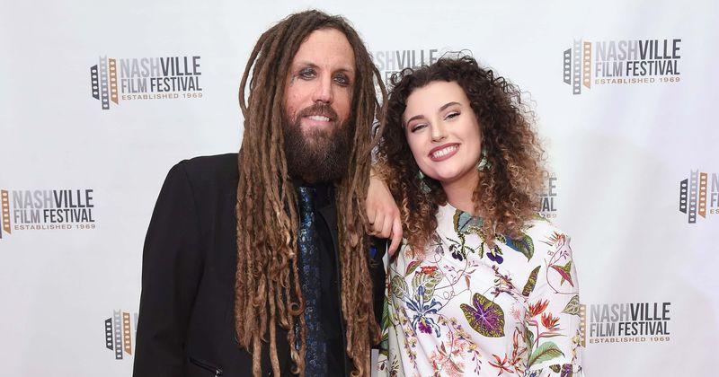 Бивши корн гитариста Бриан Велцх и ћерка разговарају о његовој зависности док се сећа да се 'маскирао алкохолом'