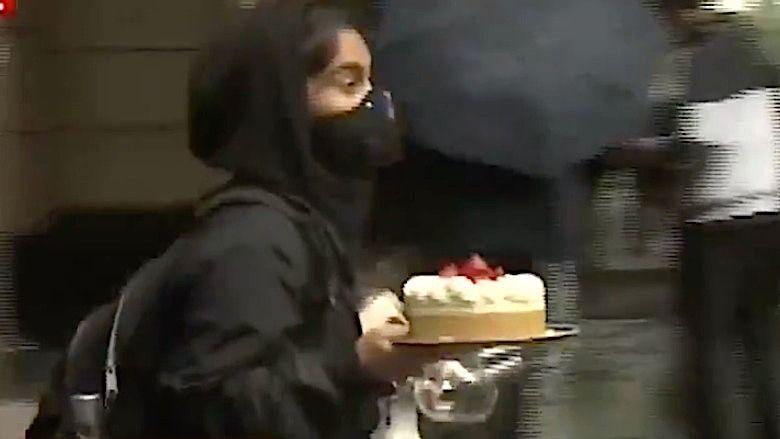 ASSISTIR: Vídeo da mulher de Seattle roubando um cheesecake inteiro que se torna viral