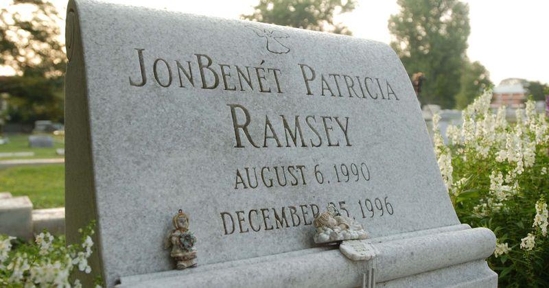 O pai de JonBenet Ramsey ficou 'em total descrença' depois que ele foi declarado o principal suspeito de seu assassinato