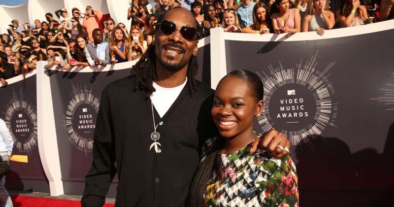 Lepnais tētis Snoops Dogg parāda savu 'augošo meiteni' Instagram, fani sauc Koriju Broadusu par 'krāšņu'