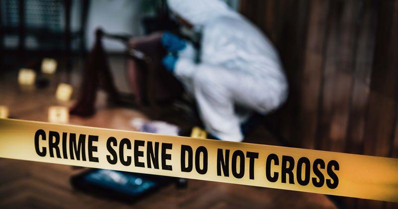 Família de 4 pessoas no Tennessee encontrada vivendo com o corpo gravemente decomposto da mãe sob uma pilha de roupas por quase 2 anos