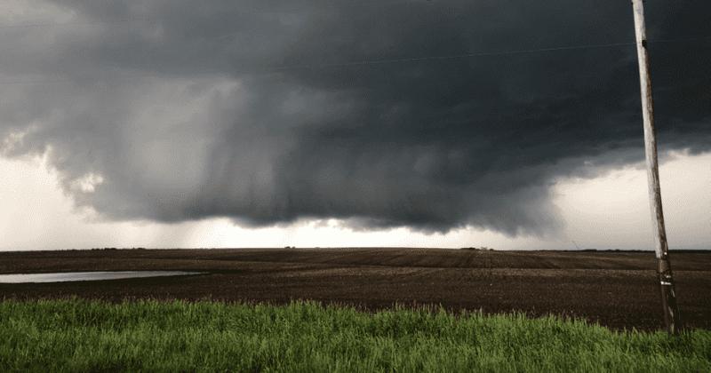 Suur hävitav tornaado tabab Daytoni metroo piirkonda, kui Ohio maadleb tugevate tormidega